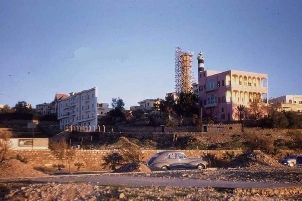 Худой дом в Бейруте или как важно договариваться. Худой дом в Бейруте (Ливан) был построен в 1954 году. Площадь земли составляет всего 120 квадратных метров, около 60 см в самой узкой своей