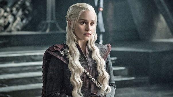 От Эмилии Кларк требовали больше обнаженных сцен, чтобы не разочаровывать фанатов «Игры престолов»