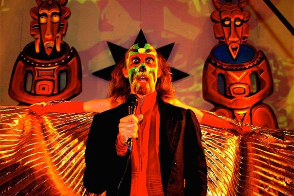 Огненный эксцентрик Артур Браун Разожги мой огоньАртур Браун английский музыкант и, видимо, первый шок-рокер. Он родился 24-го июня 1942-го года в Англии. Оглушительный успех настиг музыканта в