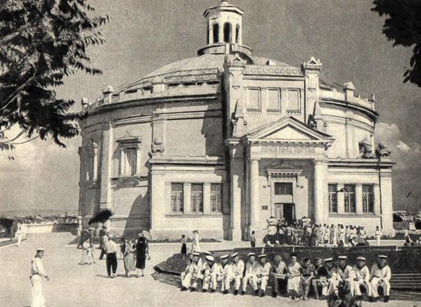 9 МАЯ 1944-го ГОДА ОСВОБОЖДЕН СЕВАСТОПОЛЬ Освобожденный 9 мая 1944 года Севастополь лежал в руинах... Было разрушено 94% жилой площади, уничтожены все промышленные предприятия, объекты