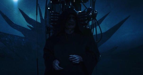 В сети появился первый официальный кадр с Палпатином из фильма «Скайуокер. Восход»