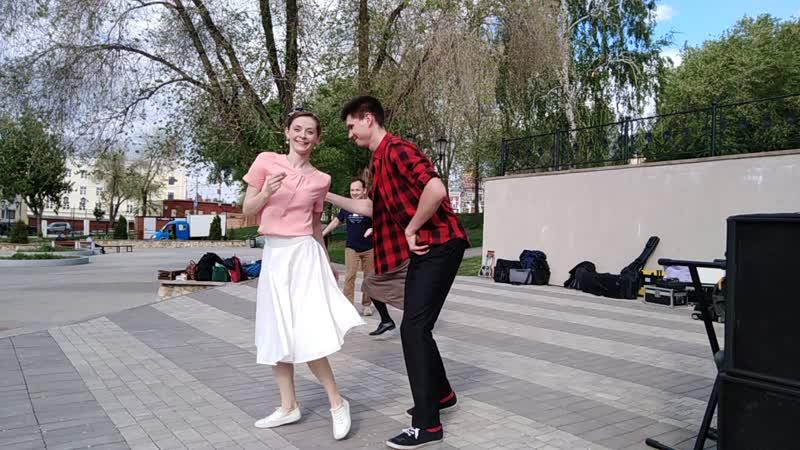Танцевальный клуб Американо на открытии фестиваля джаза в Струковском парке.