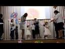 Малыши танцуют с мамами День матери 2018 Школьная сцена Первое выступление Гоши