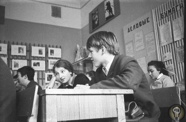 Половое воспитание в СССР Во времена СССР говорить об интимных отношениях стеснялись даже взрослые. Тем не менее, вопреки расхожим мифам, секс в Союзе был, а детей в этой сфере все же