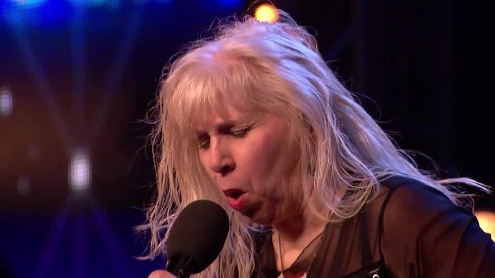 68-летняя бабуля исполнила хит AC/DC - Highway To Hell на шоу талантов