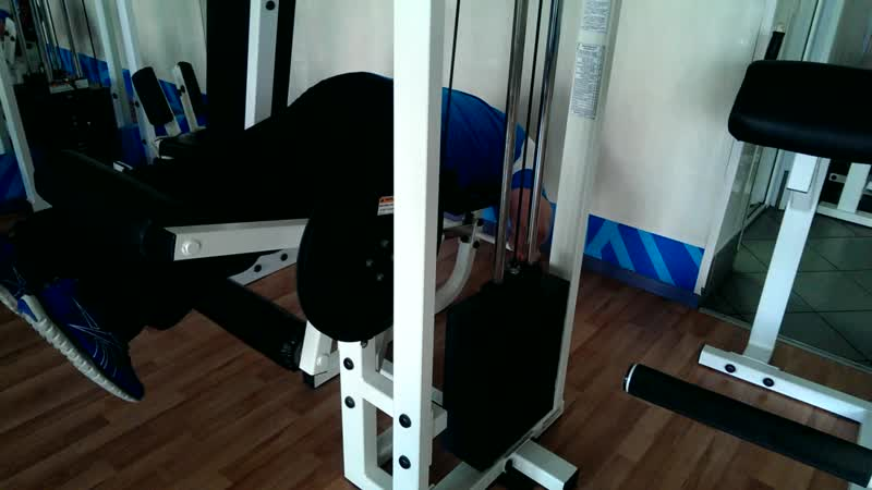 сгибания ног 235 фунтов на 7 повторений
