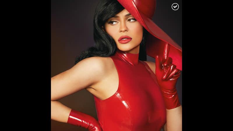 Кайли Дженнер роковая красавица в красном латексе