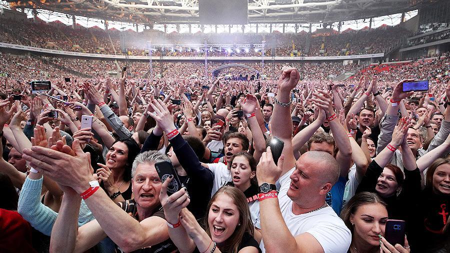 Допелись: концерт «Ленинграда» испортил поле «Открытие Арена»