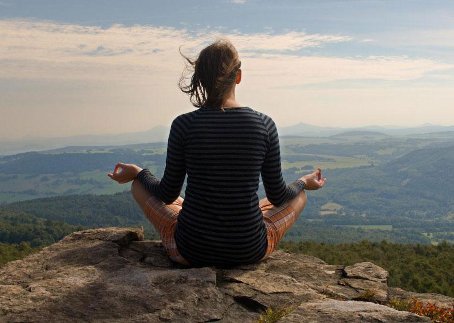 Исследования показали, что люди, которые медитируют, испытывают рост в области коры головного мозга.