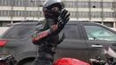 на всех светофорах мототаня девушка на мотоцикле