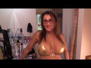 Bikini milf mom mature - erotic cleaning - her account bit.ly/2lklnye