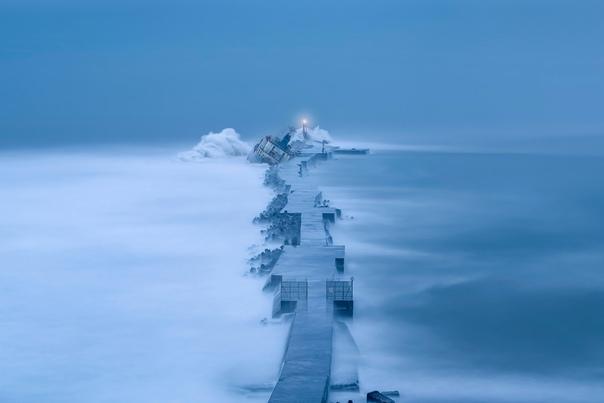Севший на мель корабль, после тайфуна на Тайване