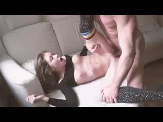 Малышка сладко стонет от траха [секс порно трах анал инцест sex жмж