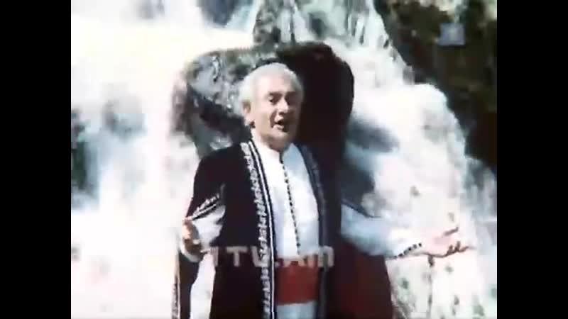 Երգում Է Նորայր Մնացականյանը
