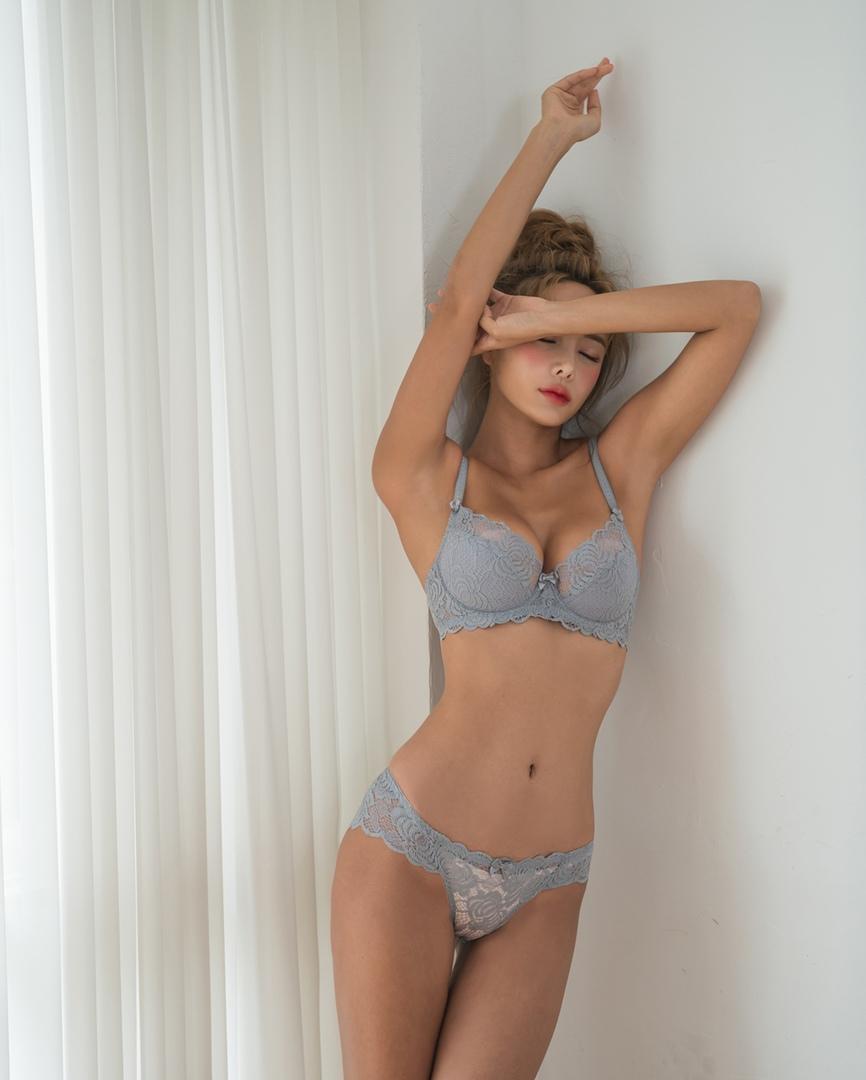 Model: Bo Ram
