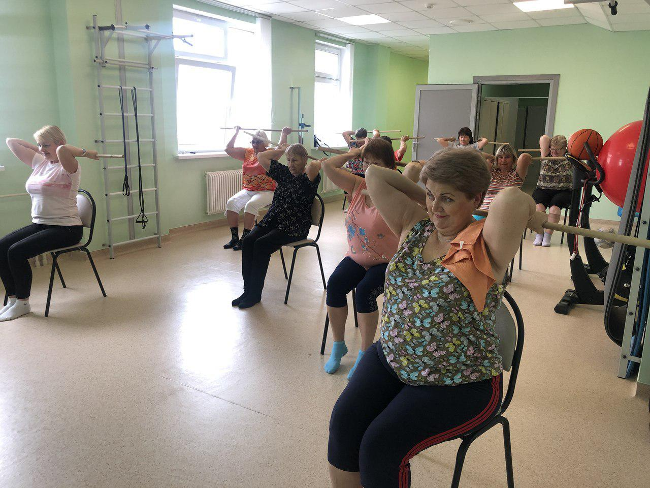 Пенсионеры из Некрасовки занимаются лечебной гимнастикой