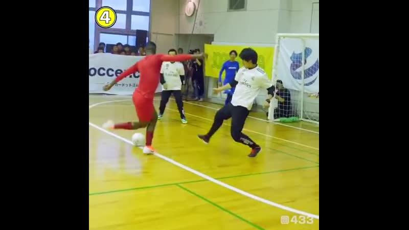 Винисиус сыграл в мини-футбол, где изрядно поиздевался над соперниками