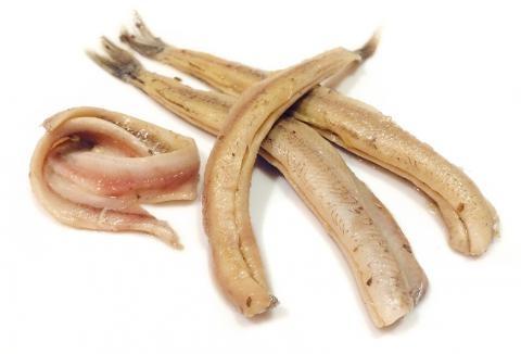Анчоусы в домашних условиях из мойвы: рецепт для Цезаря, салатов, соусов