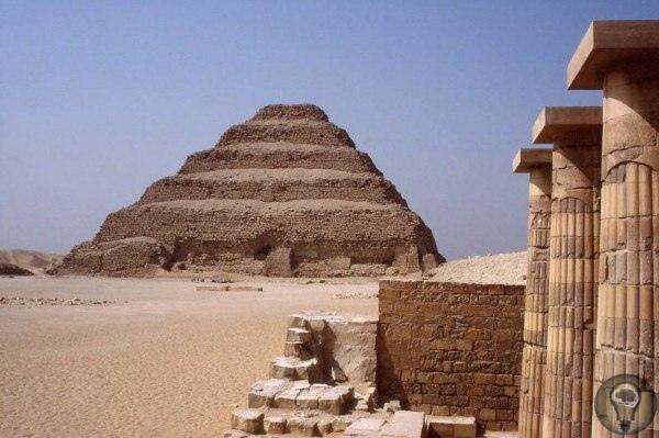Пирамида Джосера первая пирамида в Египте Пирамида фараона Джосера находится в Саккаре и сегодня является самой древней пирамидой на всей планете. Ее ценность сложно преувеличить, она является