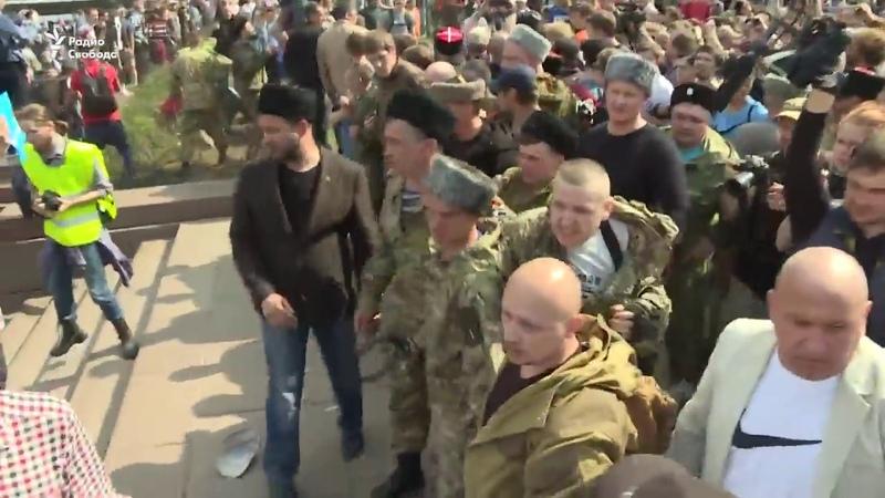 Озверевшие Казаки избивают протестующих