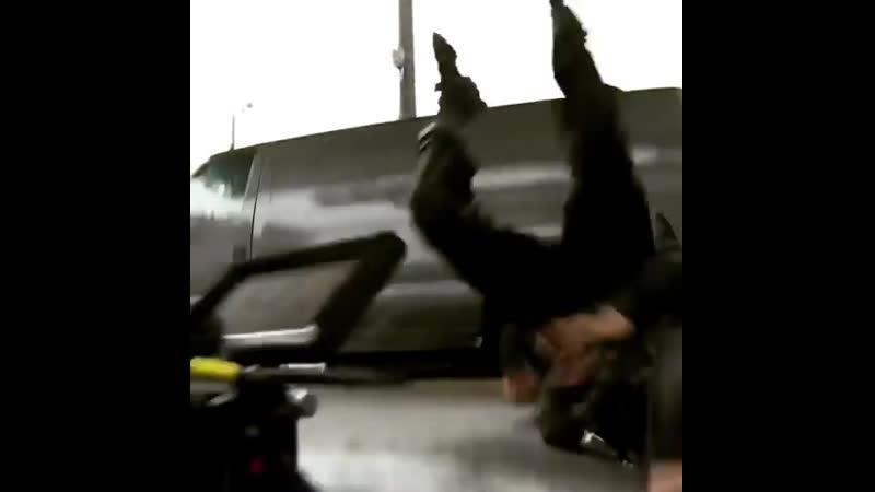 Себастьян на съемочной площадке TheWinterSoldier со Скарлетт, Крисом и его дублером Сэмом. 4