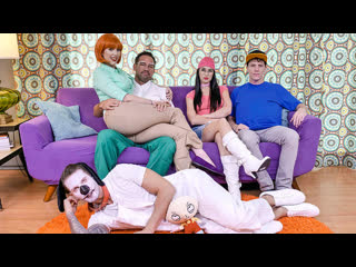 Lauren phillips family fucking guy [xxx porn parody sex sucking licking rimming mmf milf big ass boobs гриффины порно пародия]