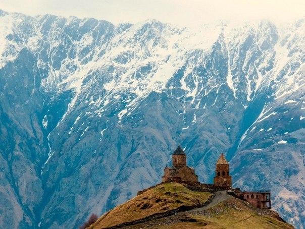 Гергетская церковь у подножия горы Казбек, Грузия