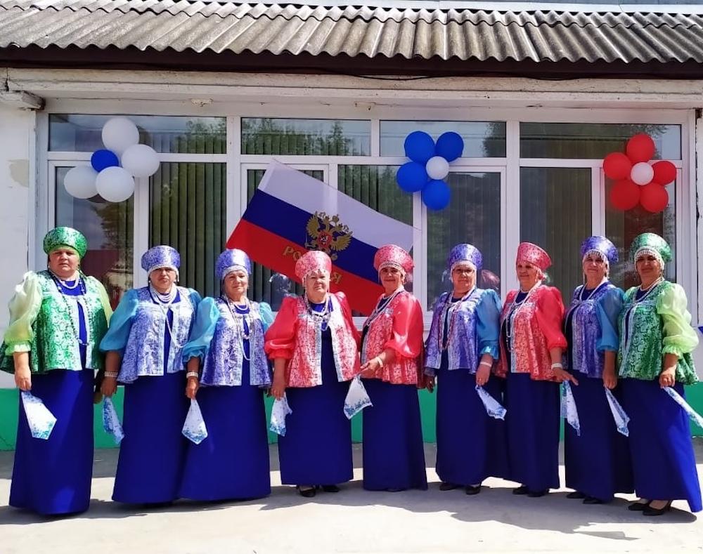 Волосатовский сельский Дом культуры поздравил жителей посёлка Новый Быт с Днём России