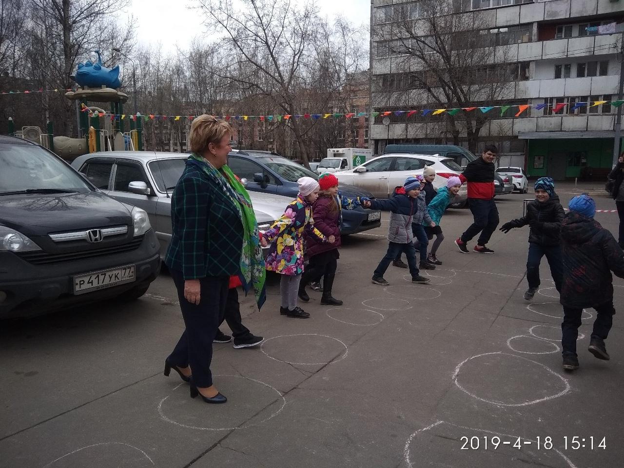"""Назарова И.А. на игровой программе клуба """"Сфера"""" вместе со школьниками из шк.411"""