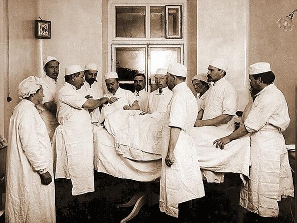 Целитель солдатских ран Автор статьи - Алена ГуськоваИсточник - Исследования знаменитого хирурга Александра Вишневского в области обезболивания при операциях, а также лечения гнойных ран спасли