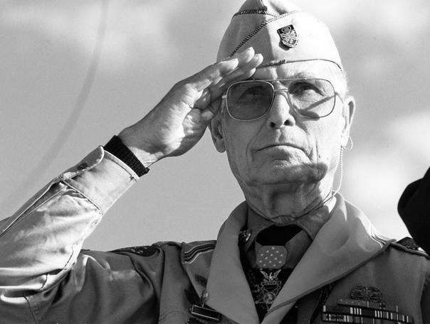 Герой с чистой совестью Автор статьи - Евгений БелашИсточник - Многие идут воевать, чтобы защитить свою страну. Некоторые становятся героями. А как быть человеку, не желающему убивать других