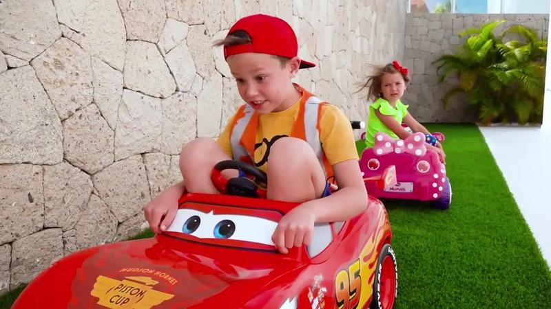 Катя и Макс играют с машинками Мистер Макс и Мисс Кэти Katy and Max pretend play ride on cars