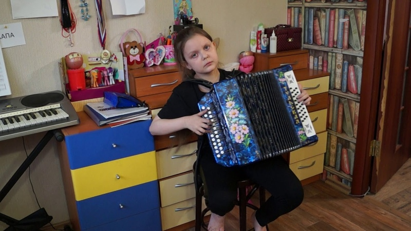 Динара Вдовина 9 лет песня Над окошком месяц