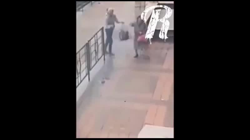 В Новороссийске бабуле набрызгали перцем в глаза и отняли деньги..