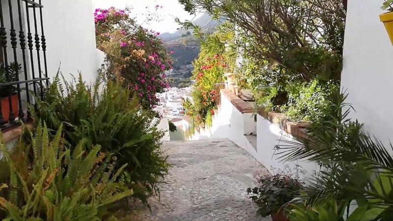 Pueblo Frigiliana calle El Garral y Santa Teresa De Ávila