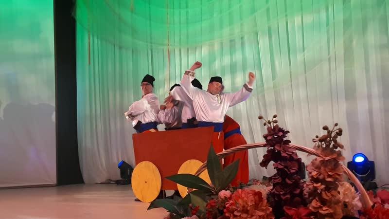 Коллектив Гажа валяй (шуточный танец Как казаки дрова рубили)