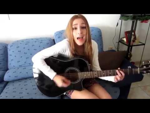 Девушка круто поет под гитару! Очень красивая песня на Испанском!