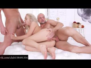 porno-video-neozhidanno-popala-na-gruppovuhu-molodie-russkie-porno-aktrisi-spisok