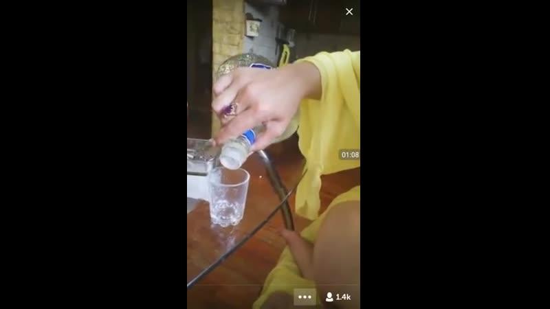 Школьница пьет самбуку и показывает сиськи в перископе periskope periscope