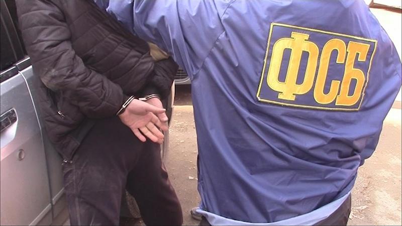 В КЧР полицейский помог своему знакомому продать огнестрельное оружие