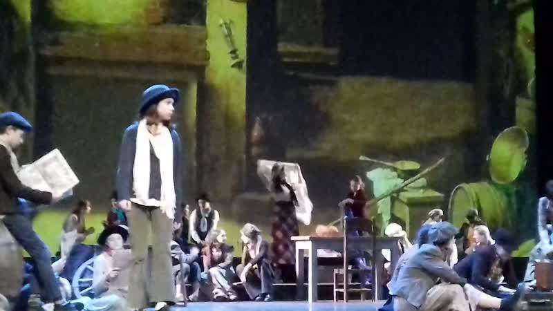 И фрагмент из спектакля Необыкновенные приключения Оливера Твиста!заврешает этот необычайно красивый фестиваль