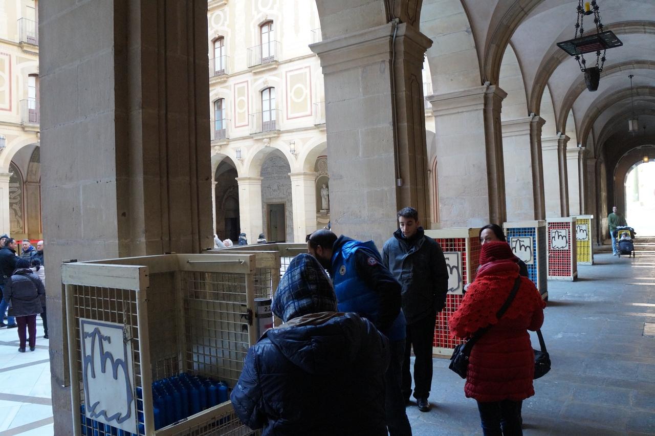 Священные горы Монсеррат монастыря, монастырь, Монсеррат, весьма, только, можно, часть, церкви, находится, дорога, место, Барселоны, всего, Считается, здесь, большой, собор, выглядит, одним, Внутри