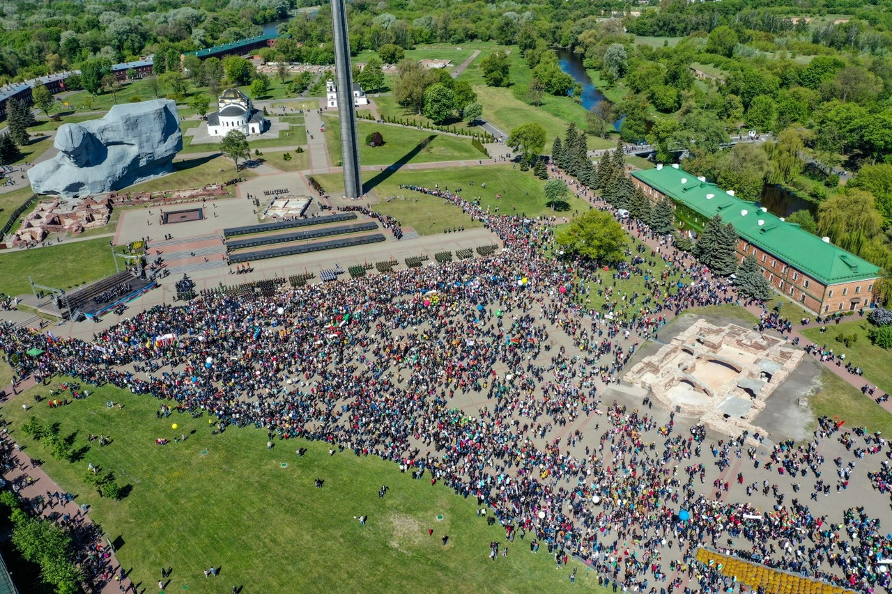 Смотрите, как выглядит шествие в крепость с высоты птичьего полёта