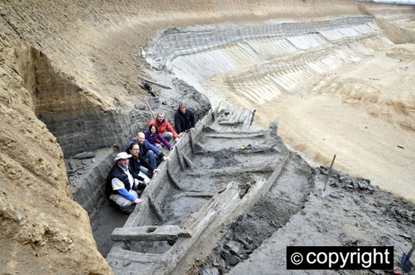 В Сербии под землей нашли целую флотилию В сербском археологическом парке «Виминациум» обнаружили погребенный под землей флот из старинных деревянных кораблей. Отмечается, что это произошло