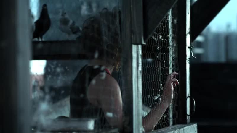GOTHAM• SEASON 3x1• Bruce meets Selina on the roof