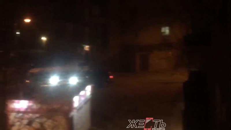 Буйный водитель таранит машины на Быковского