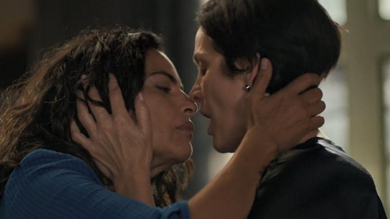 Jessica Jones / Kiss Scene (Carrie-Anne Moss and Sarita Choudhury)