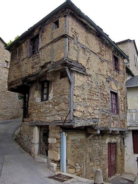 Самый старый дом в Авероне (Франция), построеный еще в 13-м веке.