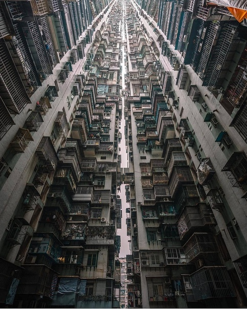 Здание - монстр в Макао (Китай)