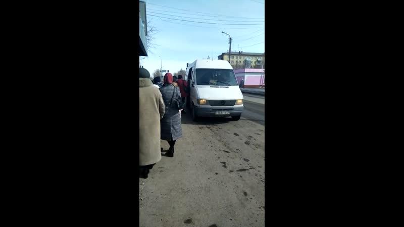 Водитель белого микроавтобуса Мерседес, ГРНЗ 968 OYA 09, который 21.03.2019 г., в г. Шахтинск, на остановке «МАКС» нелегально вз